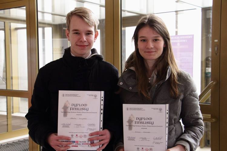 Natalia Śmigielska (1i) i Łukasz Zieliński (2LA) znaleźli się wśród najlepszych w Polsce podczas konkursu o św. Siostrze Faustynie.