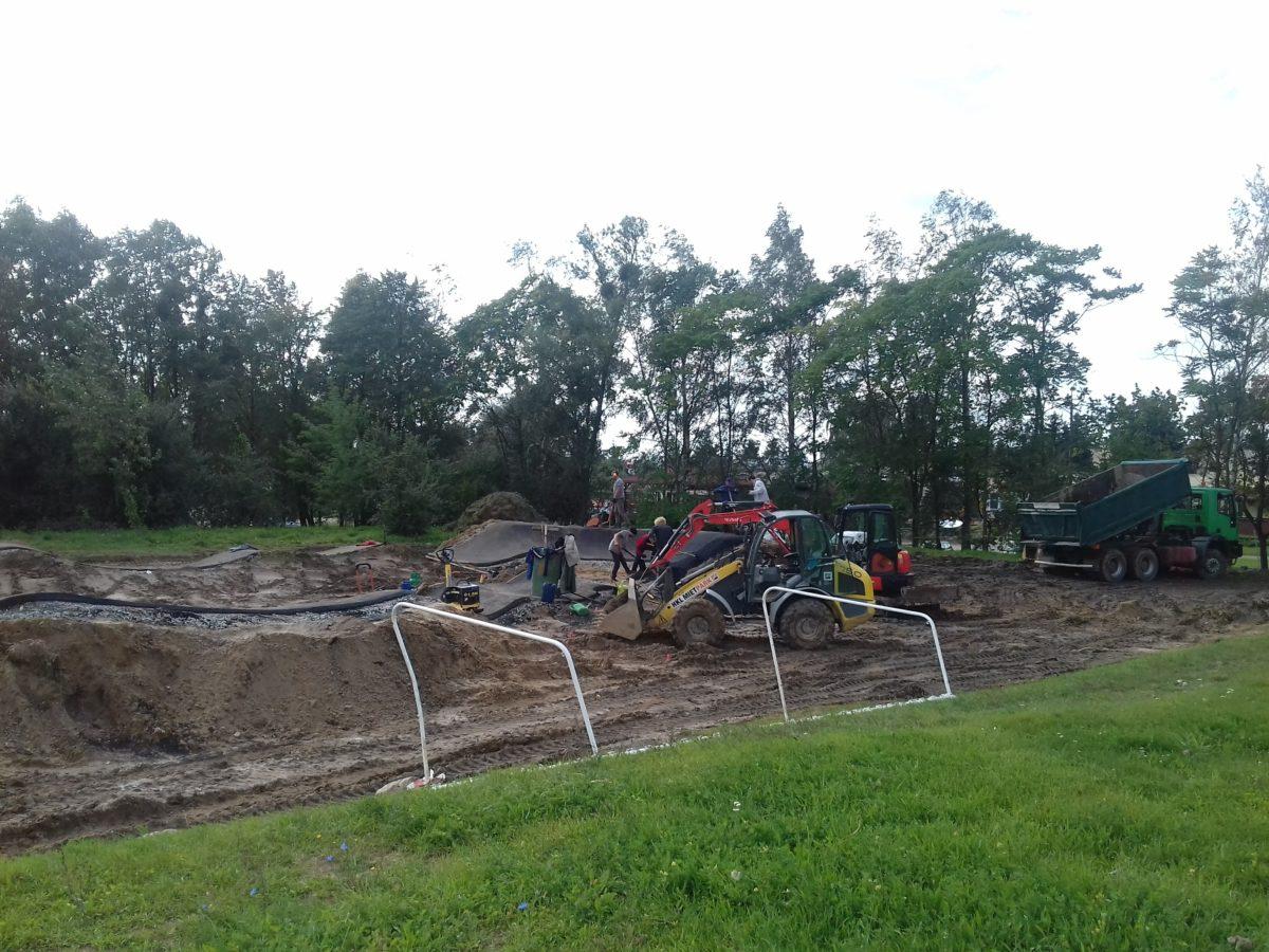 Pumptrack w Parku Śremskich Odlewników - położono już asfalt