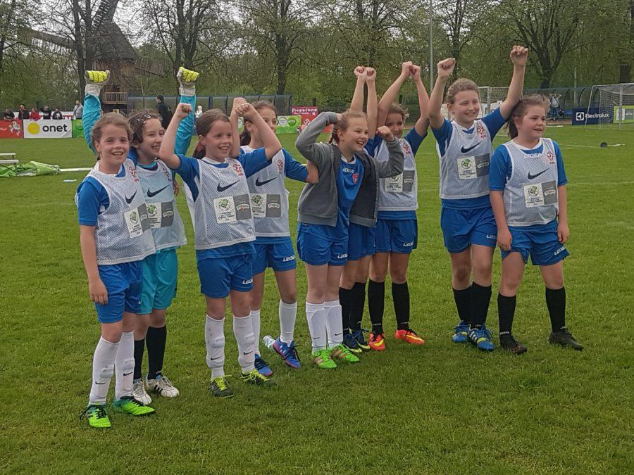 Dziewczyny z Książa Wielkopolskiego wygrywają finały wojewódzkie w Turnieju Tymbarka