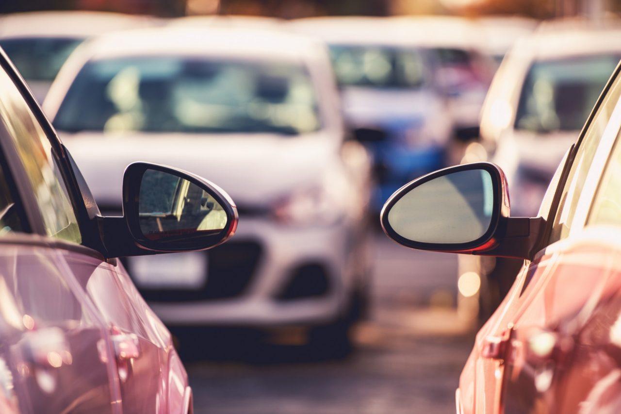 Zaparkowane samochody.
