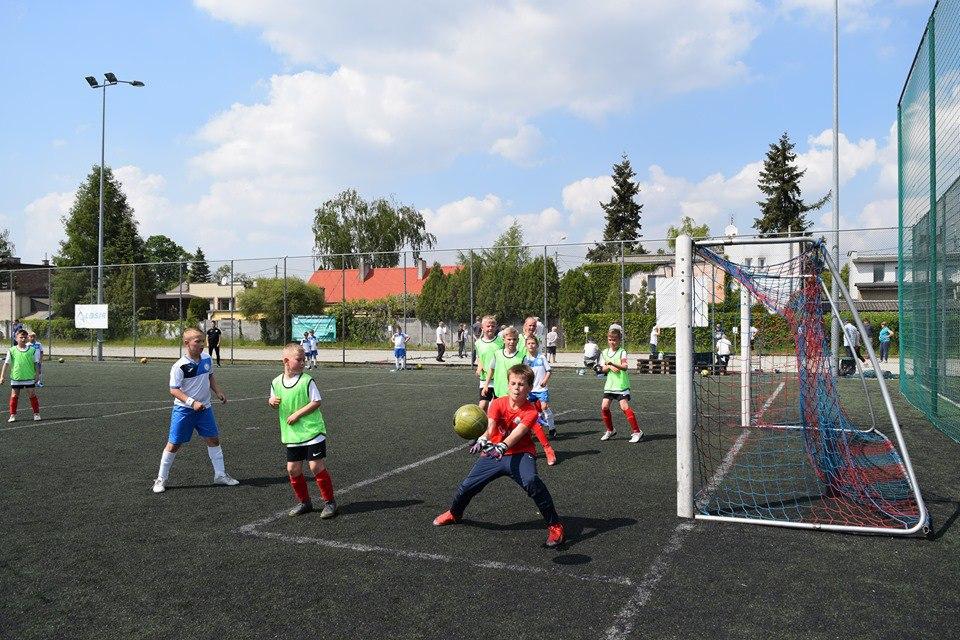 Emocjonujące spotkanie orlików Warty Śrem ze Szkołą Futbolu Luboń