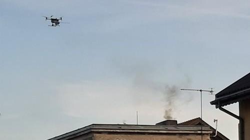 Kontrole palenia w piecach przy pomocy drona