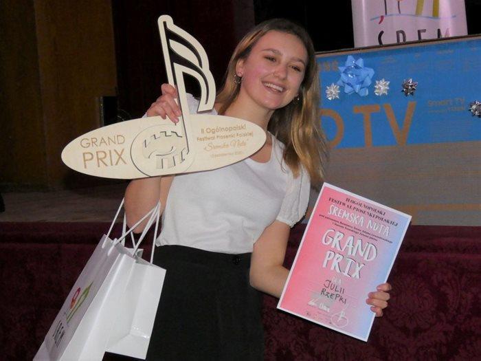 Julia Rzepka z Granx Prix II Ogólnopolskiego Festiwalu Piosenki Polskiej Śremska Nuta