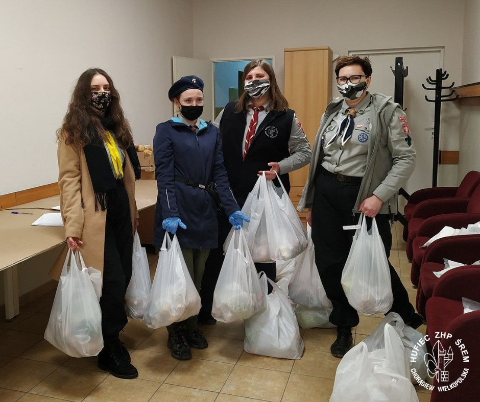 Śremscy harcerze dostarczali paczki z żywnością dla osób w trudnej sytuacji życiowej