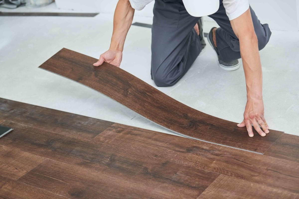 Sposoby na szybki i mało kosztowny remont podłogi