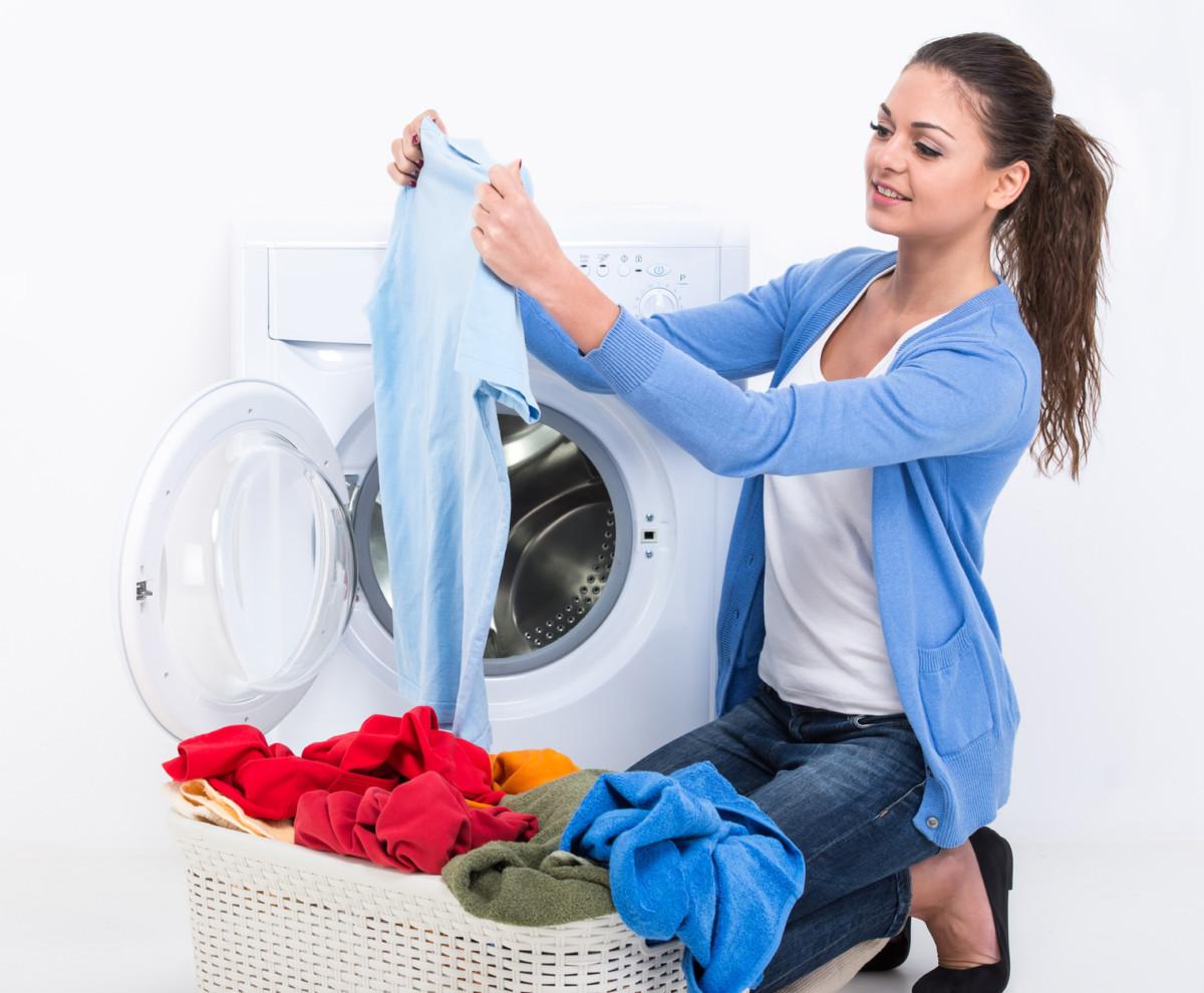 Dezynfekcja podczas prania - jak pozbyć się bakterii z ubrań?