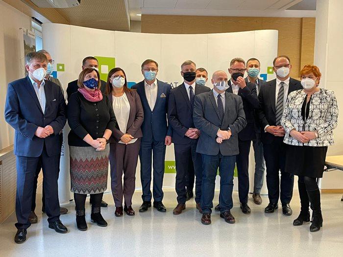 Samorządy stowarzyszone w Metropolii Poznań przekażą szpitalom ponad 13 mln zł na zakup sprzętu i środków do walki z COVID-19